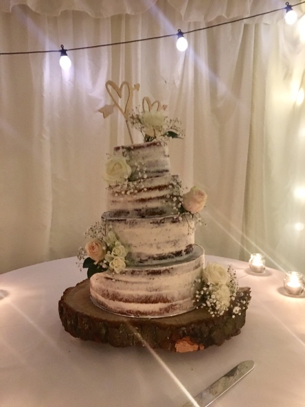 Wedding Cake Autmnal Middleton Lodge Live Music Func On The Rocks